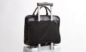 キャリーケースに装着できるビジネスバッグ