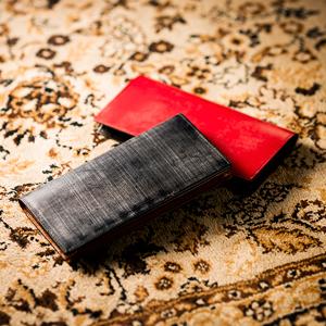 二色の組み合わせが人気のメンズ財布