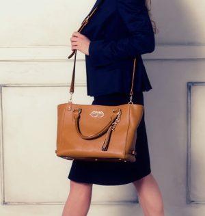 スーツに合う上品リッチなバッグ