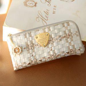 大人可愛いやさしい色のレディース長財布