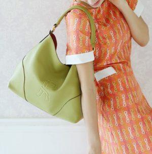 柔らかい革のバッグ