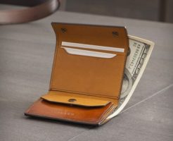 職人が作るコンパクトな三つ折り財布
