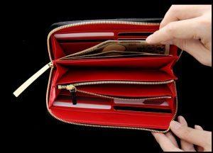 内装がカラフルなクロコダイルのメンズ長財布