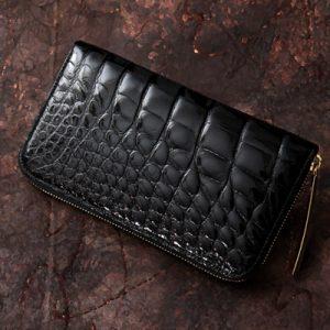 黒が光るクロコダイルのメンズ長財布