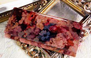 シックな花柄のレディース長財布