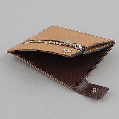 オフにおしゃれなコンパクト財布