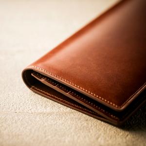 人生の門出に贈るメンズ長財布 スリムな設計