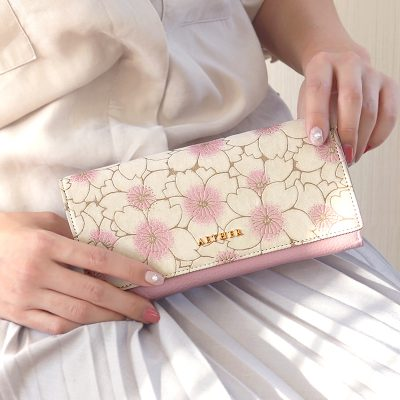 可愛いもの好きな女性に人気のレディース長財布