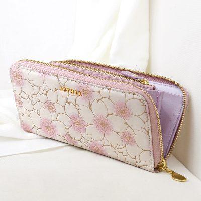 桜の花びらが可愛いレディース長財布