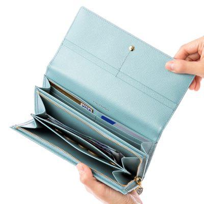 幸せ感アップの爽やかブルーのレディース長財布