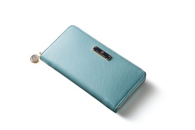 爽やかライトブルーのレディース長財布で幸せ気分
