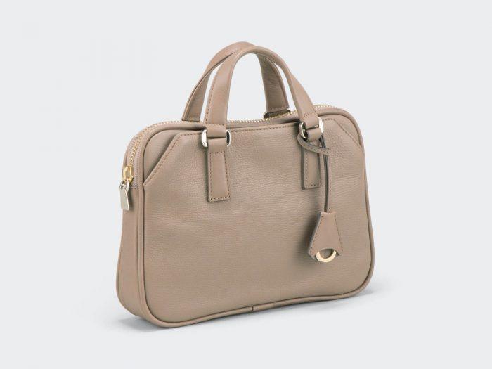 コンパクトサイズのメンズビジネスバッグ
