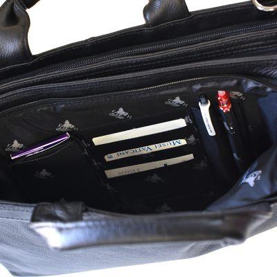 小物の収納部が充実したビジネスバッグ