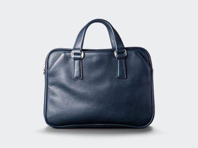 コンパクトサイズのビジネスバッグ ネイビー