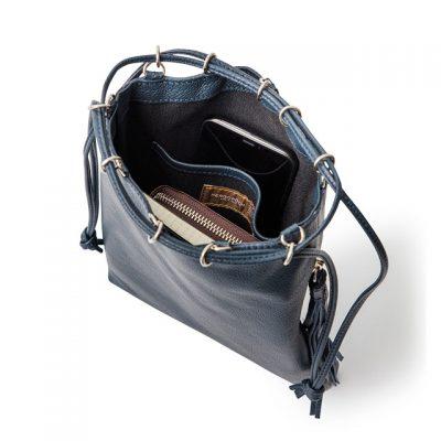 収納力のある巾着バッグ