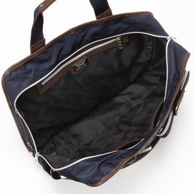 出張に収納が充実したビジネスバッグ